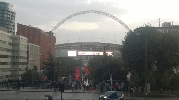 Rainy night in Wembley (obligatory arch picture)